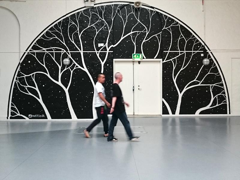 Vægmaleri ved hovedindgangen til Nørrebrohallen